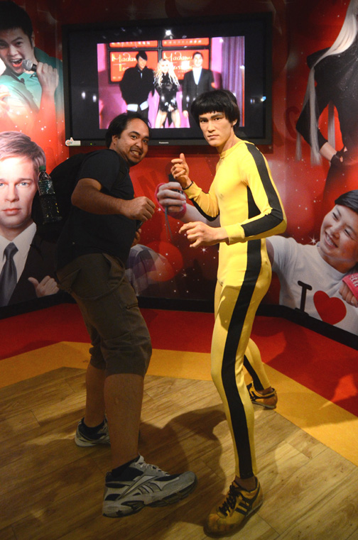 Me with the Virtual Bruce at Madam Taussads